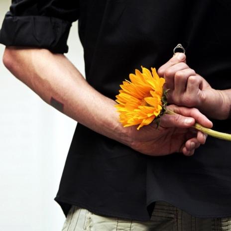 boy_girl_hand_flower_ring_proposal_wedding_engagement_romance_49244_2048x2048